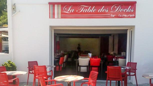 La table des Docks La terrasse devant notre restaurant