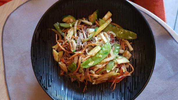 La Table des Cochers Wok de nouilles Soba, légumes croquants à la sauce soja