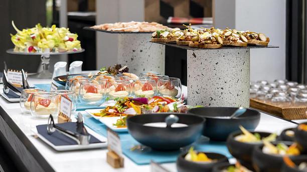 La Table du Huit - La Maison Champs-Elysées Buffet