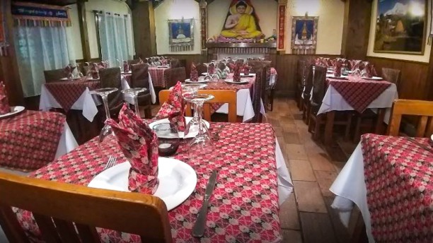 Shangri~La Tandoori House Sala del restaurante