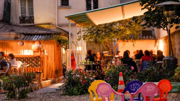 Au fond du jardin in paris restaurant reviews menu and - Restaurant terrasse jardin toulouse le mans ...
