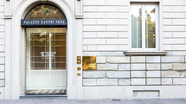 Palazzo Castri 1874 Entrata