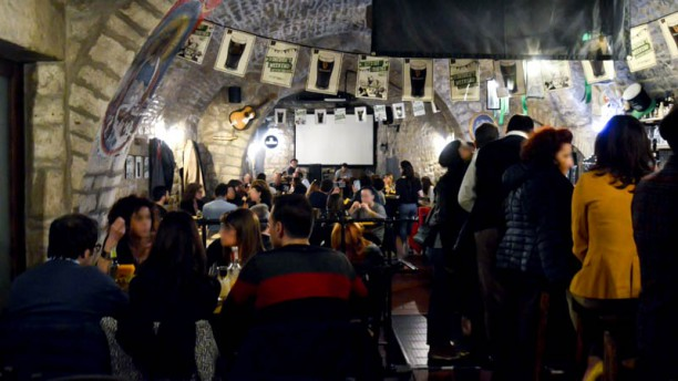Il Brillo Parlante Il pub (la sala principale)
