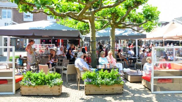 KROON Brasserie Heerlijk genieten op het zonnige terras