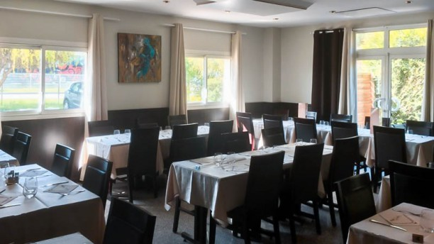 Restaurant au comptoir des artistes bondoufle 91070 - Au comptoir des vaisselles ...