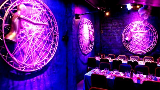 Vue de la salle - Cabaret Artishow, Paris