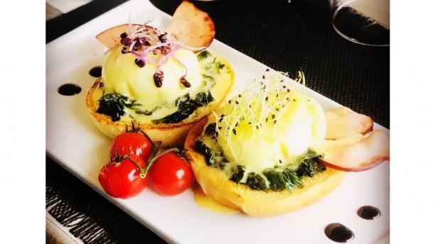 Uniq' Brasserie eggs benedict