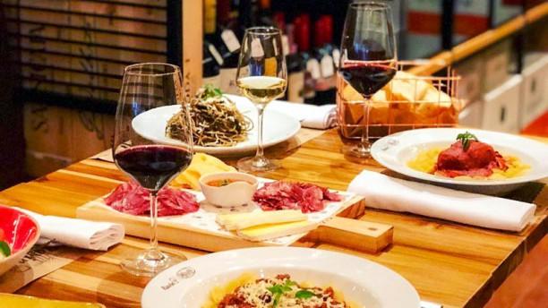 Vinho e Pasta Ravin Pasquale Sugestão do chef