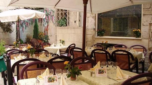 restaurant le gazan grasse 06130 avis menu et prix. Black Bedroom Furniture Sets. Home Design Ideas