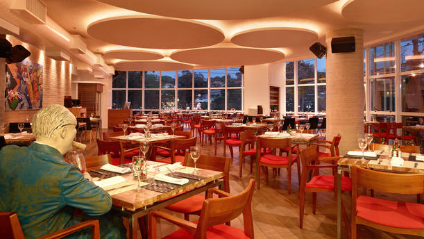 Esquinica Restaurante rw ambiente