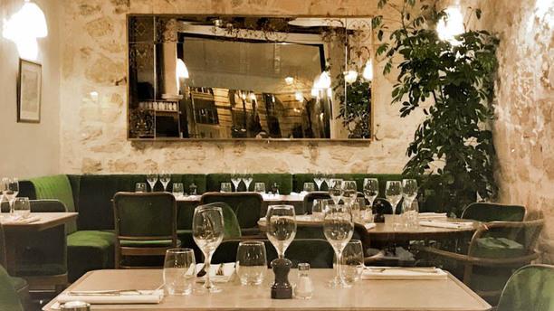 Le Caveau du Palais salle coté bar place dauphine