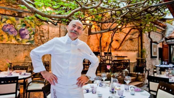 Le figuier de saint esprit in antibes restaurant reviews for Antibes restaurant le jardin