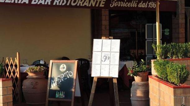 Pizzeria bar ristorante Torricelli dal 1963 entrata ristorante.JPG