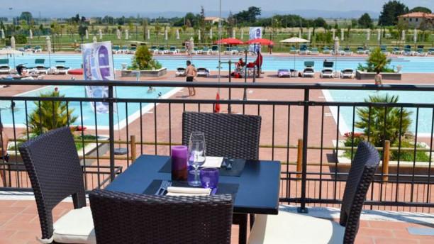 Cascina del Poggio Il ristorante con piscine
