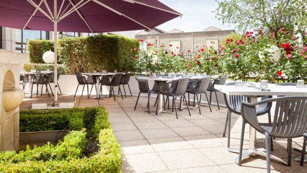 La terrasse de berthier timhotel berthier in paris for Restaurant avec jardin terrasse paris