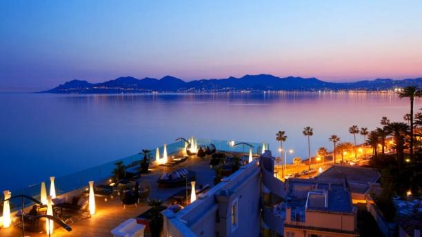 Le 360º - Hôtel Radisson Blu Cannes Couché de soleil