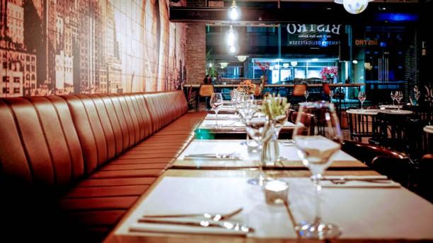 Urban Bistro - Old & New York Kitchen Het restaurant