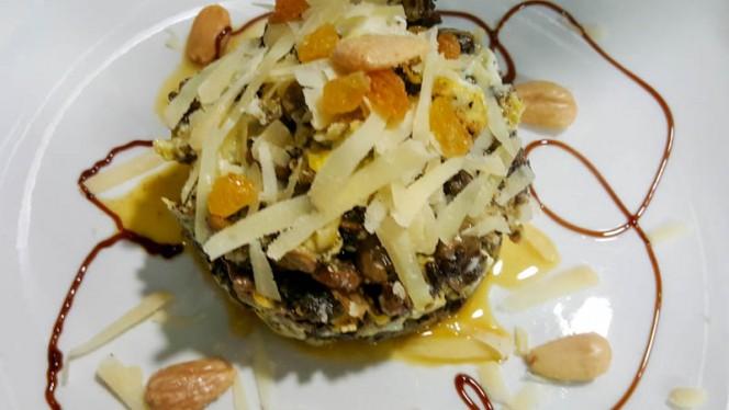 Revuelto de morcilla con habas y frutos secos - Entre Amigos, Aranjuez
