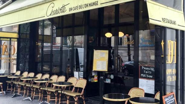 Café Charlotte Devanture