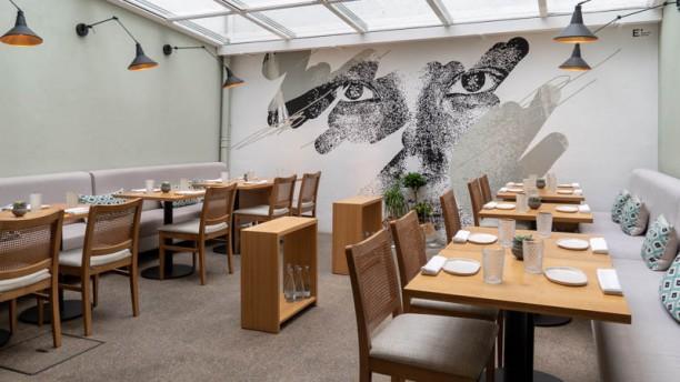 Mood Restaurant & Sushi Bar Vista da sala