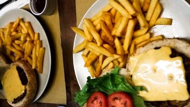 Dan Pub Hamburgher con patatine