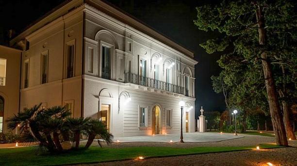 Villa Paris ingresso
