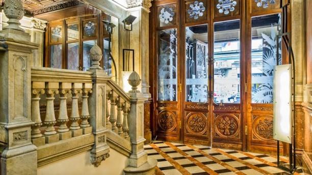 Contempo - Hotel Catalonia Plaza Cataluña Vista acceso