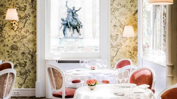 Lasserre In Paris Restaurant Reviews Menu And Prices
