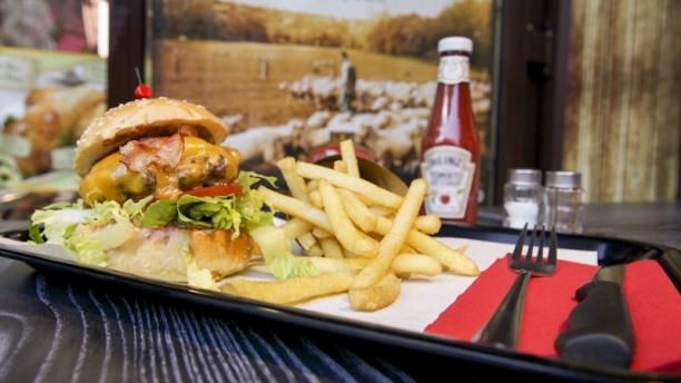 le french burger restaurant 16 rue lepic 75018 paris adresse horaire. Black Bedroom Furniture Sets. Home Design Ideas