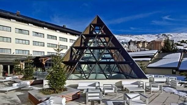 Aqua Modern Italian Brasserie - Hotel Sol y Nieve Vista exterior