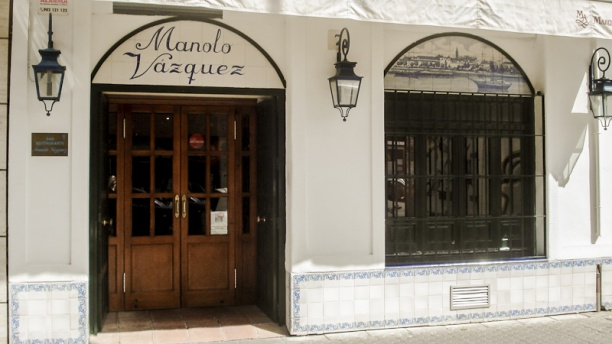 Manolo Vázquez Vista de la fachada