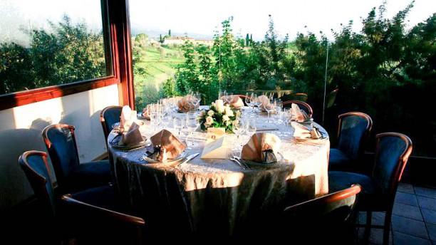 Centanni particolare tavolo