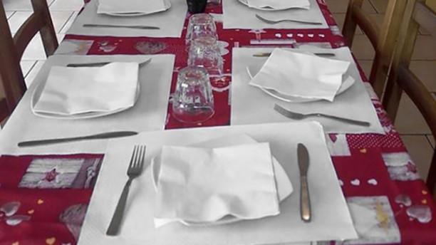 La Pecora M'briaca Particolare tavolo
