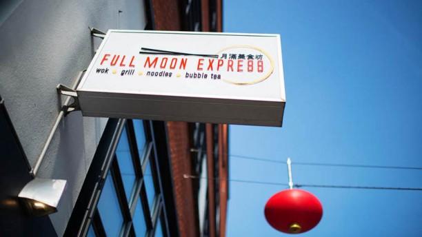 Full Moon Express Ingang