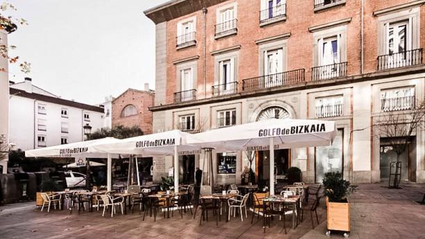 Restaurante golfo de bizkaia madrid en madrid puerta del for Terrazas nocturnas madrid