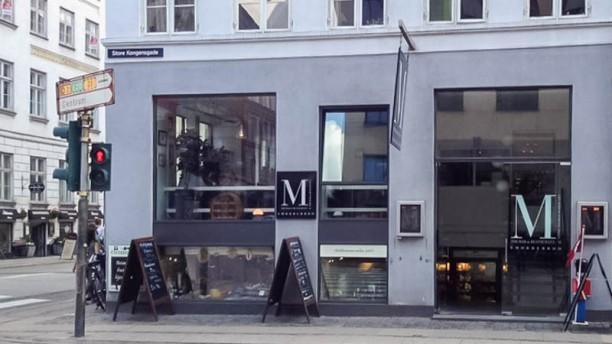 Restaurant M entre