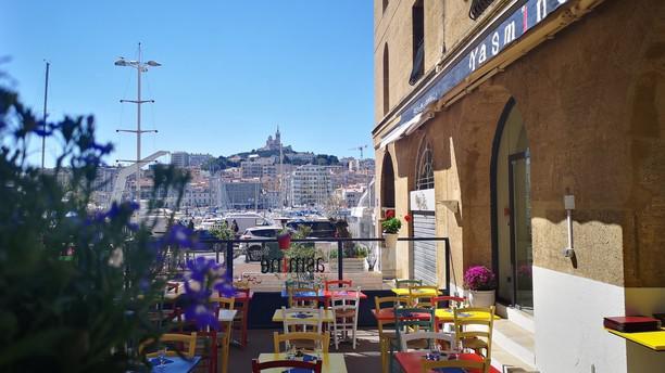 Yasmine Vieux Port terrasse