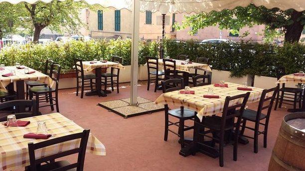 Osteria delle Palme tavoli all'aperto