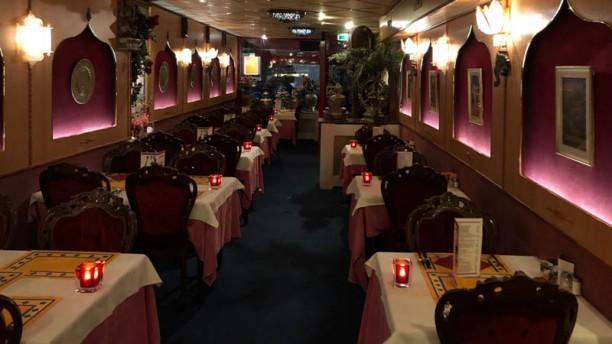 Akbar Indiaas Restaurant Het restaurant