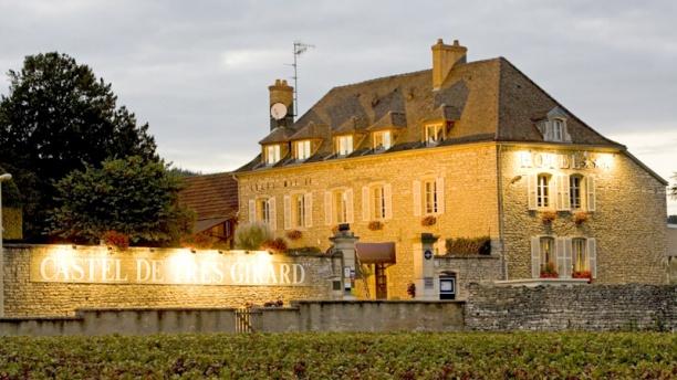 Castel de Très Girard Façade