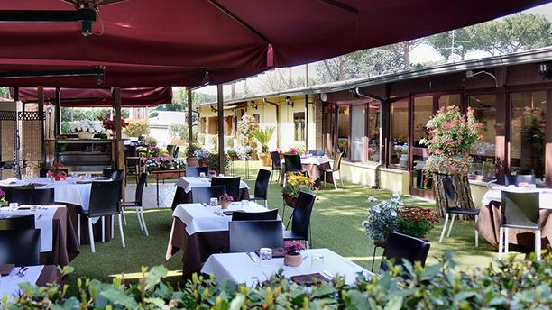Arredo Giardino Via Nomentana Roma.Garden Risto In Rome Restaurant Reviews Menu And Prices
