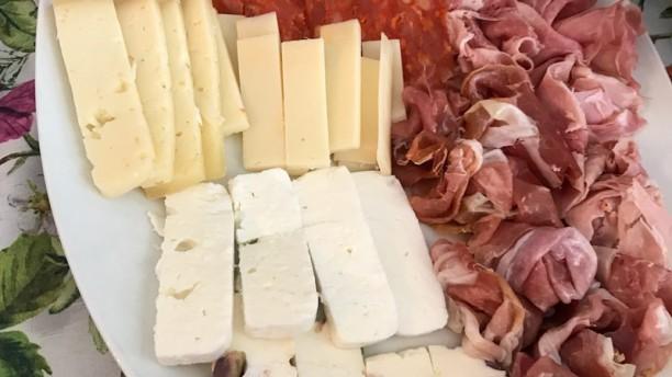 La Casa del  Contadino   SALUMI FORMAGGI VINO  e..non Solo   obbligatoria la pre Affettati misti con formaggi