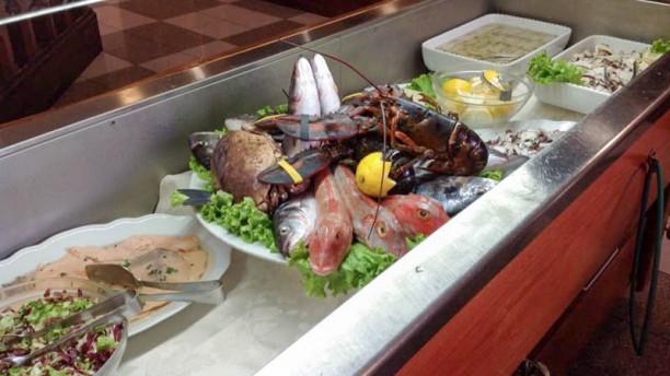 La Kambusa vetrina con antipasto di pesce e pesce fresco