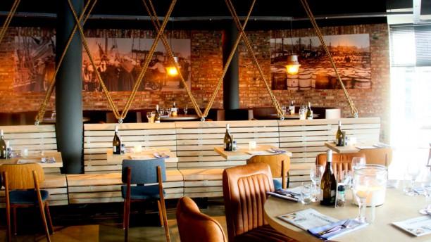 https://u.tfstatic.com/restaurant_photos/273/221273/169/612/de-dagvisser-restaurantzaal-1f46a.jpg