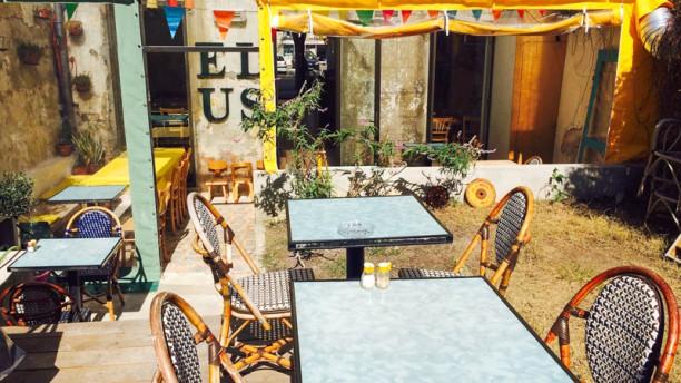 le fantastique restaurant 76 boulevard baille 13006 marseille adresse horaire. Black Bedroom Furniture Sets. Home Design Ideas