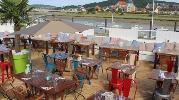 Vik Lounge Terrasse