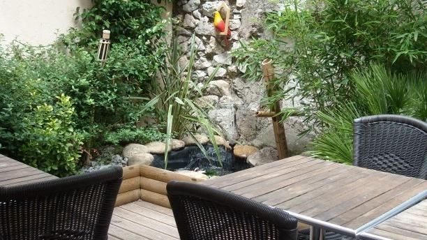 Le Carabin Côté jardin et terrasse