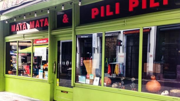 Mata Mata & Pili Pili devanture