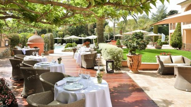 Le pavillon in antibes restaurant reviews menu and for Restaurant antibes le jardin