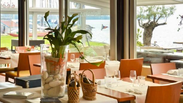 Restaurant du Club Nautique Restaurant vue terrasse